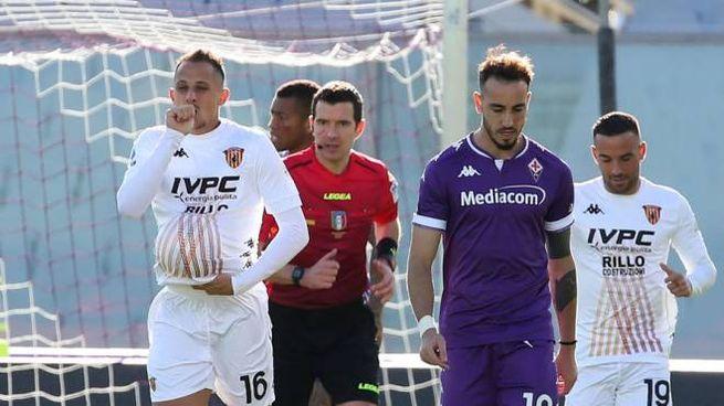 Riccardo Improta celebra il gol alla Fiorentina (Ansa)