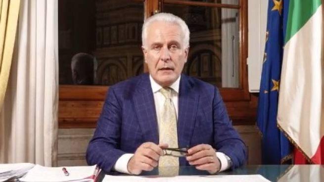 Il presidente Giani durante la diretta Facebook