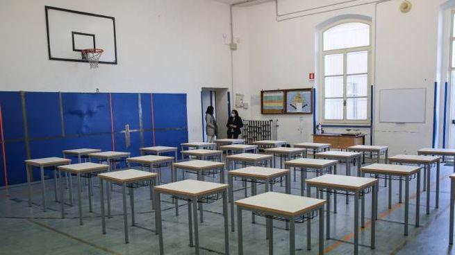 L'aula allestita in una palestra (Foto di repertorio, Crocchioni)