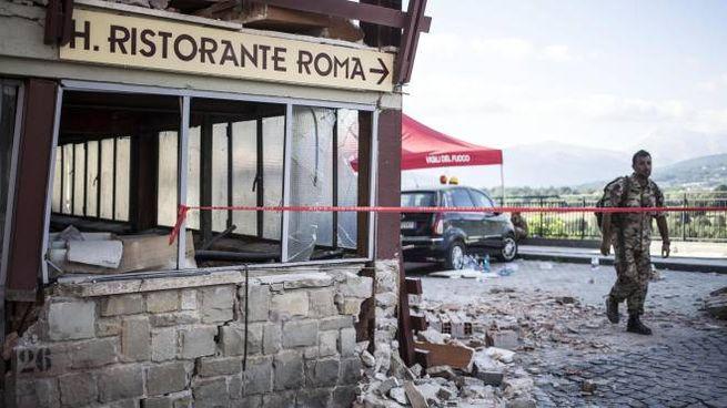 La facciata dell'hotel Roma ad Amatrice distrutta dal terremoto del 24 agosto 2016