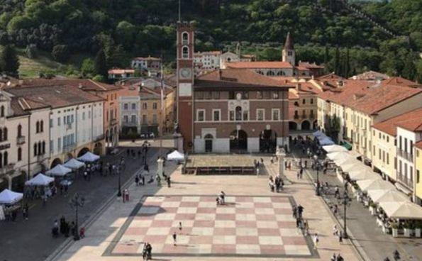 Piazza Marostica a Vicenza: l'idea che ha ispirato l'architetto Molinari per Jesi