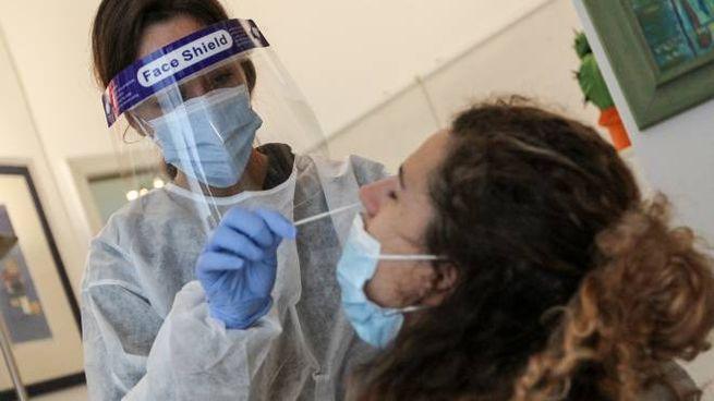 L'esecuzione di un esame rapido con il tampone antigenico, già attuato in Veneto