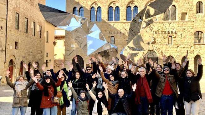 Davanti a palazzo dei Priori la festa per la candidatura di Volterra a capitale cultura