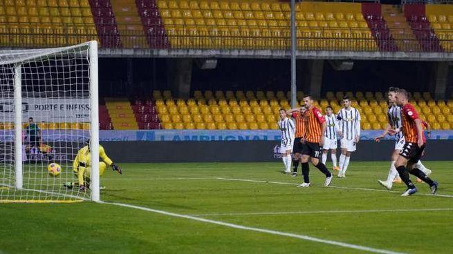 Il gol del pareggio di Letizia (Ansa)