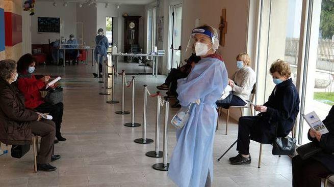 Vaccini insufficienti e molti anziani si sono visti cancellare l'appuntamento
