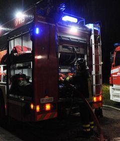 Sul luogo dell'incidente i vigili del fuoco volontari di Inveruno L'uomo è stato portato al Niguarda