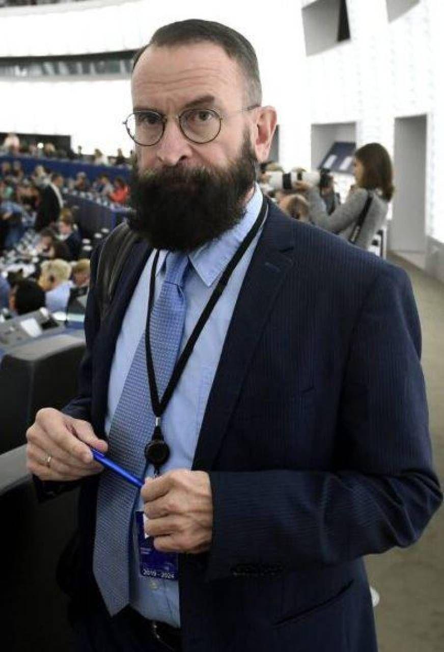 """Bruxelles, eurodeputato sorpreso in un'orgia """"Era il paladino della famiglia tradizionale"""""""