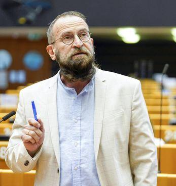 L'eurodeputato ungherese József Szájer, 59 anni, beccato venerdì scorso nell'orgia a Bruxelles