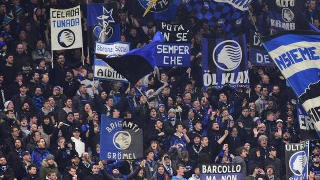 I tifosi dell'Atalanta a San Siro per la partita di Champions contro il Valencia