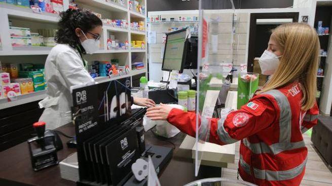 Volontarie Croce rossa impegnate nei servizi di assistenza domiciliare (Ansa)