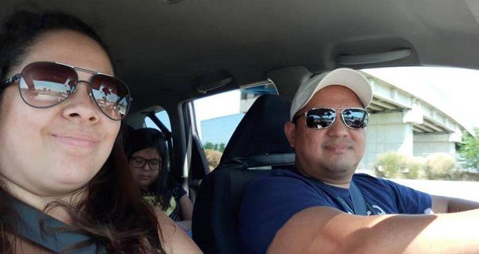 Benjamin Cevallos, alla guida, accanto alla moglie Maria Fernanada Macas Miranda. Dietro la figlia di 12 anni che è morta