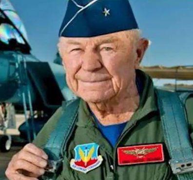 Il generale dell'aeronautica militare degli Stati Uniti, Chuck. Yeager, aveva 97 anni: è stato padre 4 volte