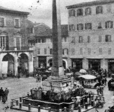 La fontana dei leoni in piazza della Repubblica prima che fosse spostata nel 1949