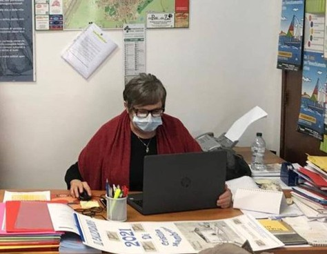 La presidente di Auser Grosseto, Vera Bartalucci. , spiega i molti servizi che l'associazione svolge a favore degli anziani