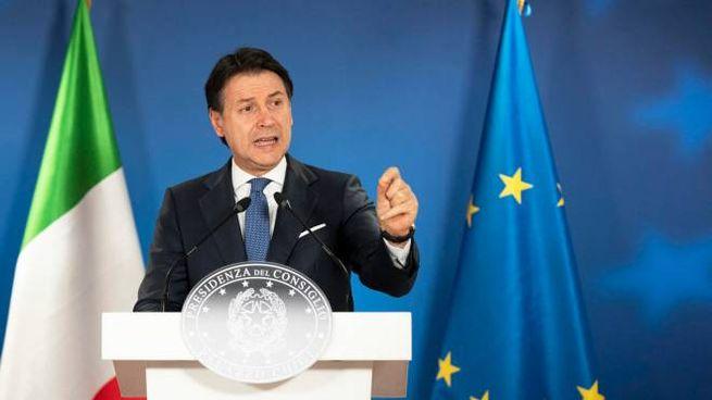 Il premier Giuseppe Conte in conferenza stampa da Bruxelles (Ansa)