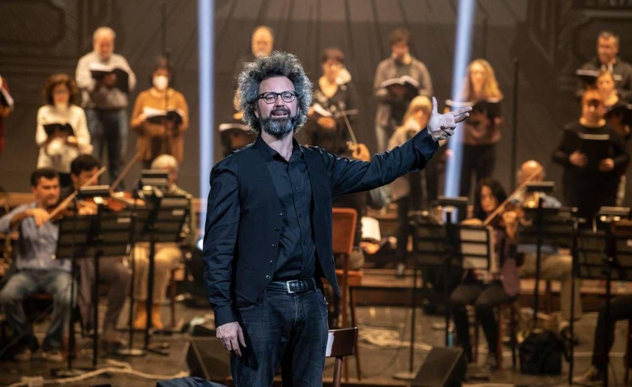 Simone Cristicchi sul palco del Teatro Comunale (foto Marco Caselli Nirmal)