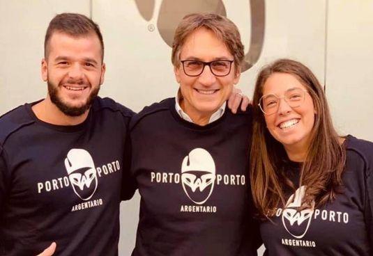 Lorenzo Massai (al centro). insieme a Simone e Veronica De Luca