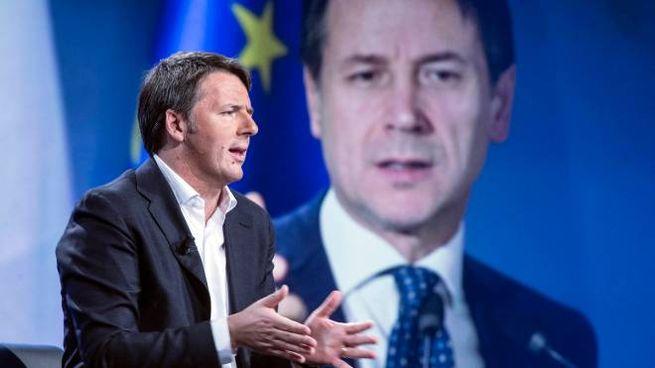 Matteo Renzi, sullo schermo Giuseppe Conte (Imagoeconomica)