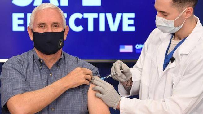 Il vicepresidente Usa uscente Mike Pence, 61 anni, si è vaccinato