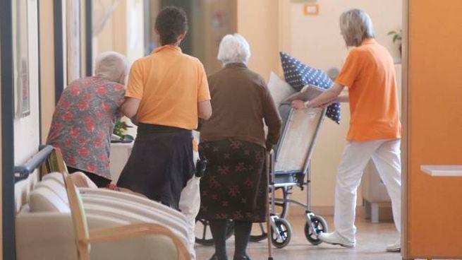 Anziani in una casa di riposo