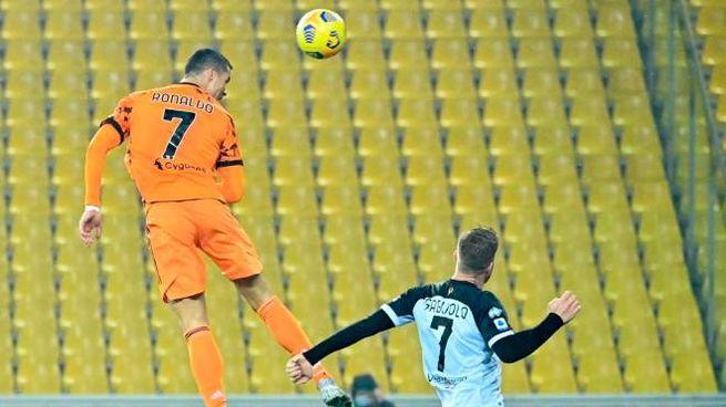 Doppietta di Cristiano Ronaldo contro il Parma (Ansa)