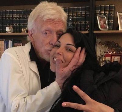 La foto postata dalla cantante Nancy Coppola, 34 anni: con lei il ginecologo Stefano Ansaldi (65), ucciso a Milano