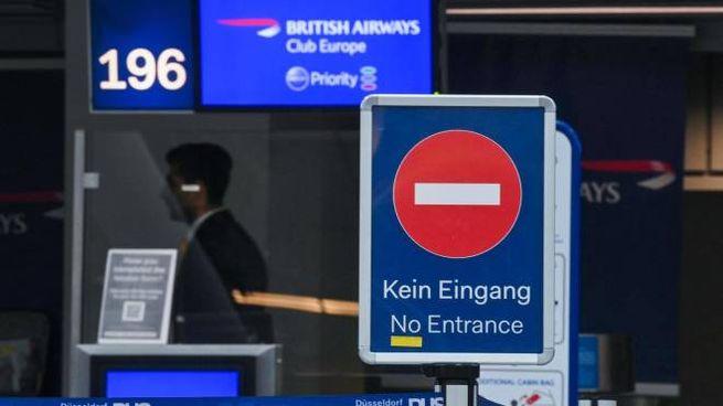Covid, variante inglese: bloccati i voli da e per la Gran Bretagna (Ansa)