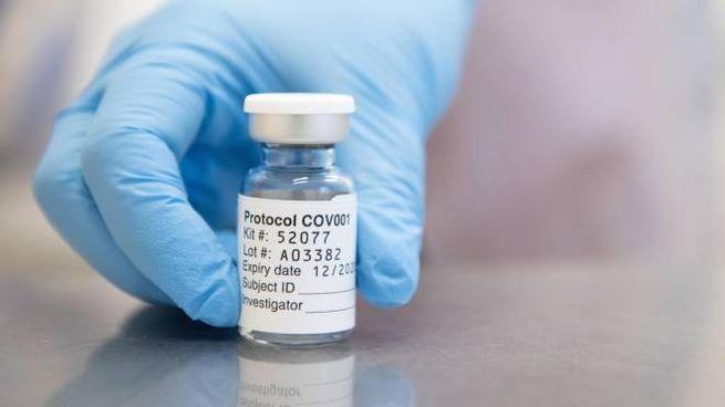 Regno Unito, il vaccino anti-Covid di Astrazeneca è pronto per essere approvato (Ansa)