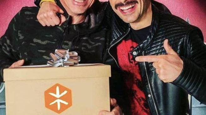 """Eros Ramazzotti e Daniele Vavassori (in arte Vava77) posano insieme per il video di """"Corrieros"""""""