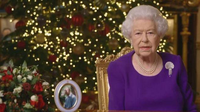 La regina Elisabetta II tiene il tradizionale discorso di Natale