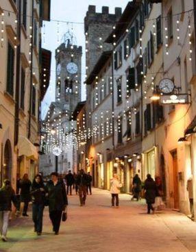 Il centro storico di Poggibonsi comunque illuminato per le Feste