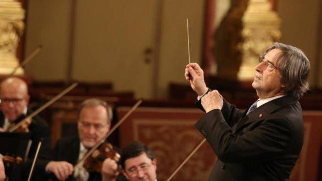 Riccardo Muti dirige il concerto di Capodanno a Vienna (Ansa)