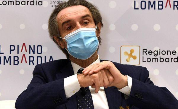 La consegna dei primi vaccini in Lombardia il 27 dicembre scorso; sotto, il governatore Attilio Fontana, 65 anni