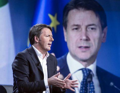 Matteo Renzi, 45 anni, leader di Italia Viva, e sullo sfondo il premier Giuseppe Conte, 56 anni