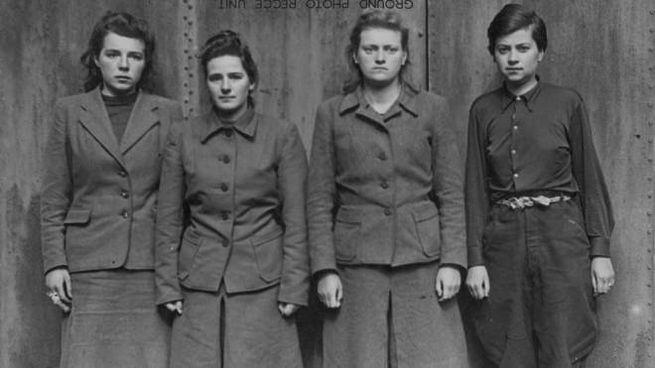 Anneliese Kohlmann (con altre guardie a guerra finita)