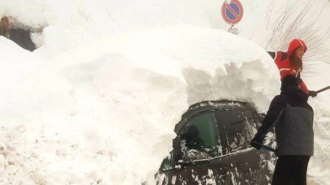 Cade la neve ma gli impianti restano chiusi