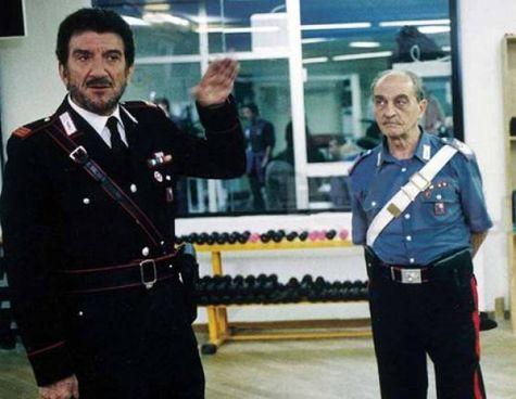 Una scena della celebre serie tv dedicata ai Carabinieri, Il maresciallo Rocca. , andata in onda dal 1996 al 2008 con Gigi Proietti