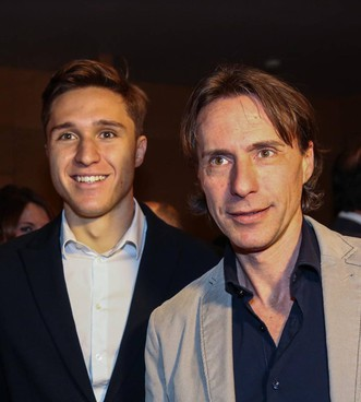 Federico Chiesa, 23 anni, con il papà Enrico, 50, ex di Fiorentina, Samp. e Parma