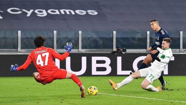Juve Sassuolo, il gol di Ronaldo chiude la partita (Foto Ansa)