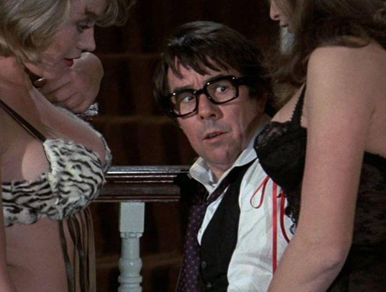 Una scena del film del '73 'Niente sesso siamo inglesi', diretto da Cliff Owen