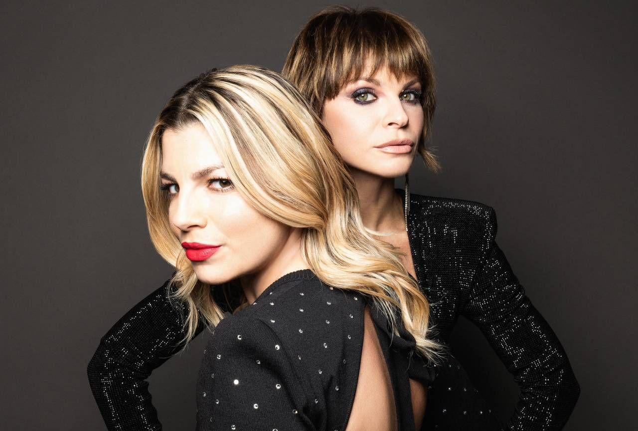 """Emma, 36 anni, con Alessandra Amoroso, 34 anni: Alessandra ha vinto """"Amici"""" 2009, Emma ha vinto """"Amici"""" 2010 e Sanremo 2012"""