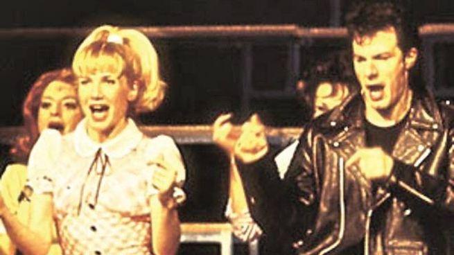Lorella Cuccarini, 55 anni, e Giampiero Ingrassia, 58, in scena con Grease
