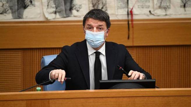 Renzi durante la conferenza stampa alla Camera (Ansa)
