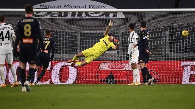 Juve-Genoa: Buffon e il gol del 2-2 (Ansa)