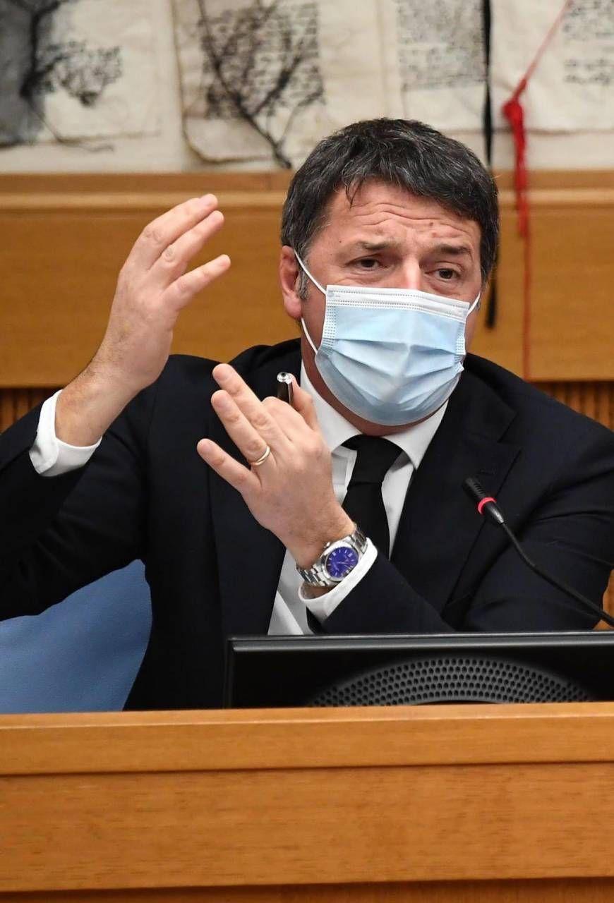 Matteo Renzi, 46 anni, risponde ai giornalisti nella conferenza stampa a Montecitorio