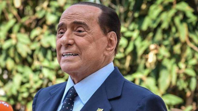 Silvio Berlusconi in ospedale a Monaco (Ansa)