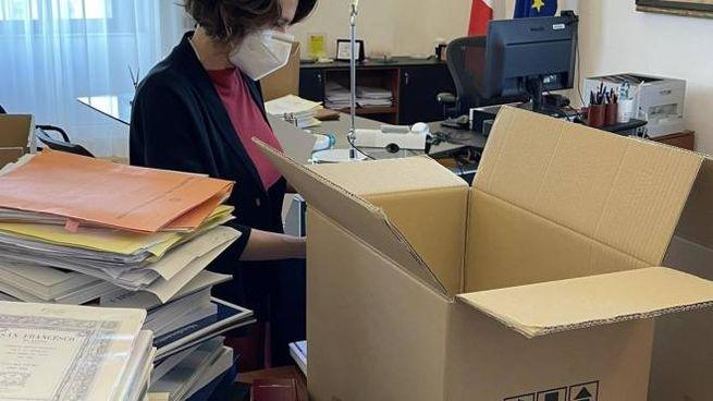 La renziana Elena Bonetti, 46 anni, ministra dimissionaria, prepara gli scatoloni