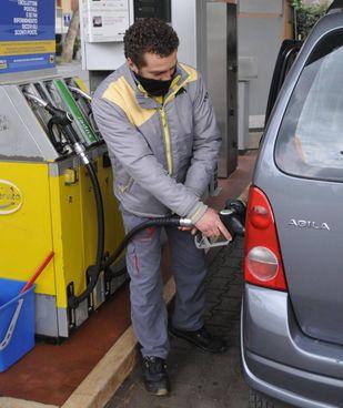 Continua la risalita dei prezzi dei carburanti nei distributori