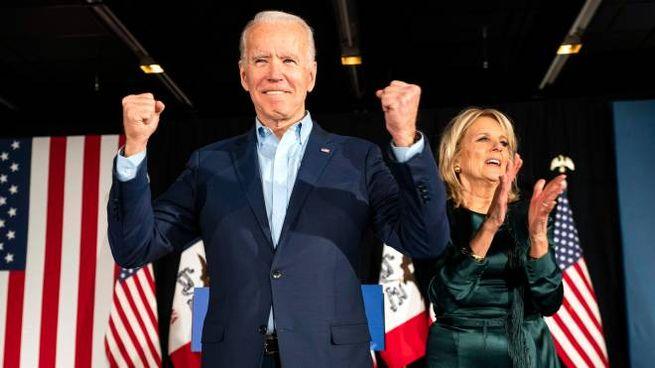 Joe Biden insieme alla moglie Jill (Ansa)