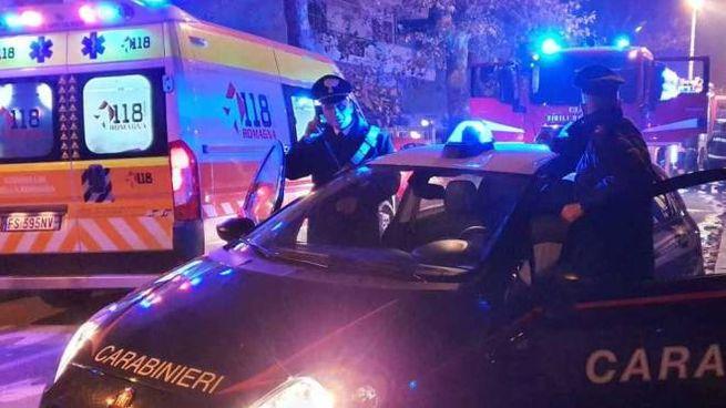 Ambulanza, carabinieri e vigili del fuoco